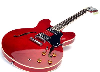 A guitarra é uma das aplicações tecnológicas do eletromagnetismo e tema de uma questão do Enem