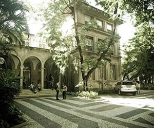 A UVA possui quatro campi, estando três deles situados na capital, Rio de Janeiro e o outro na cidade de Cabo Frio