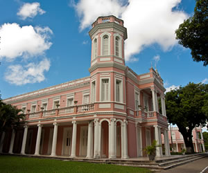 Além dos campi localizados na capital Fortaleza, a UFC também está presente nas cidades de Juazeiro do Norte, Sobral e Quixadá