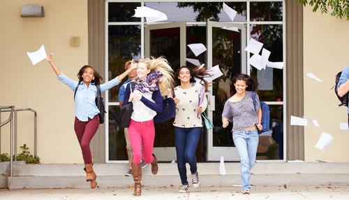 Após a euforia de conseguir aprovação em mais de um vestibular, o estudante deve optar por uma das universidades