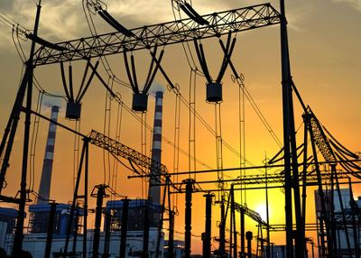 As questões sobre eletricidade no Enem abordam temas do nosso cotidiano, como a distribuição e utilização da energia elétrica
