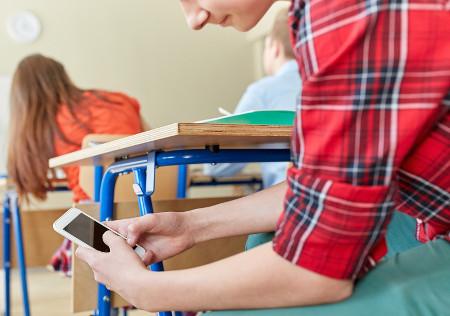 Casos de uso de celular no Enem são frequentes