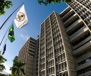 Curso de Direito da UERJ está entre os 10 primeiros colocados da região