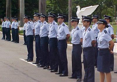 Estudantes de graduação do ITA, uma das opções para seguir a carreira militar