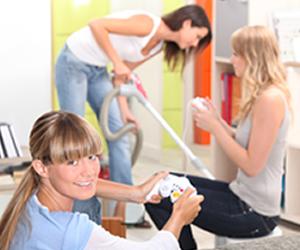 No alojamento universitário, organização e limpeza são divididos entre os moradores