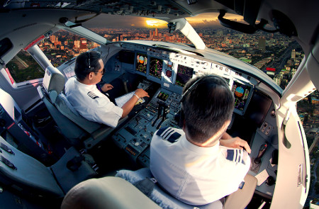 O Aeronauta pode ser Comandante de Voos, mas também atua por terra gerindo empresas e aeroportos.
