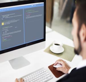 O curso forma profissionais para desenvolver sistemas computacionais
