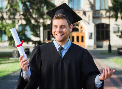 O diploma obtido no exterior só é valido no Brasil se revalidado por uma instituição autorizada.