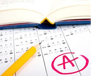 O Enade avalia o rendimento dos alunos nos cursos de graduação