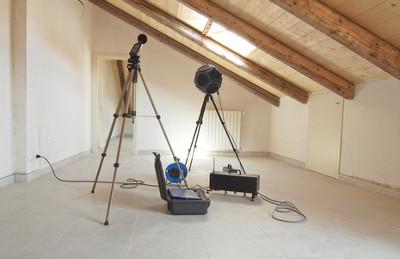 O Engenheiro Acústico é o responsável por planejar ambientes com controle e bloqueio de som.
