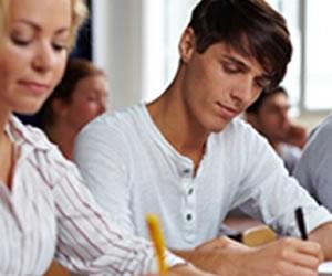 O estudante que não possui condições de arcar com os estudos pode recorrer a vários tipos de bolsas