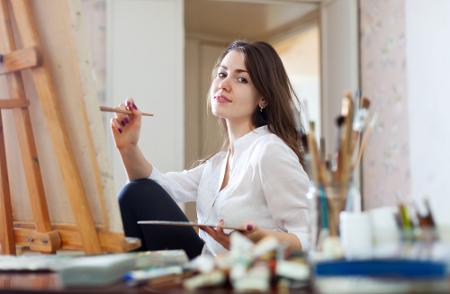 O profissional de Artes Visuais é o responsável por desenvolver e executar projetos artísticos em diversas áreas.