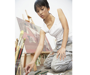 O profissional graduado em Artes Plásticas pode atuar em restauração de obras, instalações artísticas, galerias de arte e muito mais