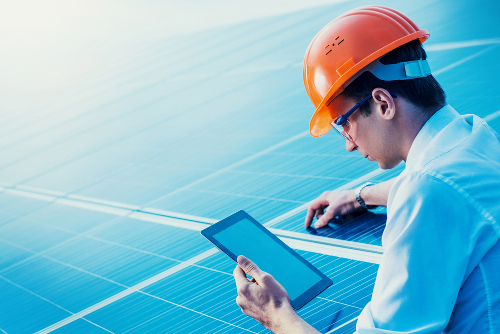 Painéis solares é uma solução bastante usada por Engenheiros de Energia