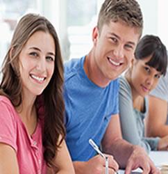Para obter a bolsa da Fundação Estudar são avaliados aspectos acadêmicos e socioeconômicos