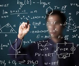 Para seguir carreira na área de matemática, estudante tem que se identificar com números e cálculos