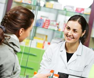 Profissionais graduados em Farmácia podem atuar em empresas farmacêuticas, laboratórios de análises clínicas e drogarias
