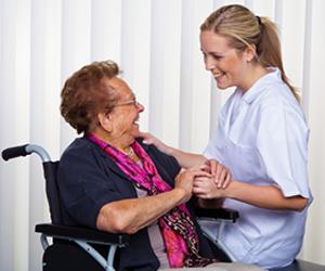 Profissional graduado em Assistência Social atua em equipes ligadas às áreas de moradia, saúde, educação, saneamento básico e previdência