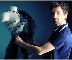 Profissional graduado em Design de Moda pode ser responsável pelo gerenciamento de coleções de roupas para indústrias