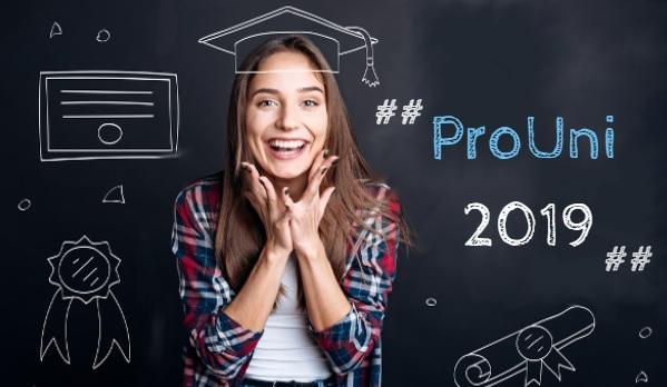 ProUni oferece bolsas de 100% e 50% para quem fez o Enem 2018