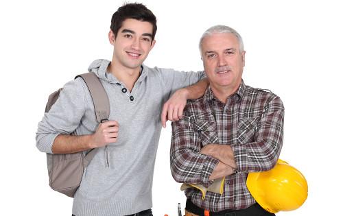 Vários aspectos precisam ser avaliados antes de decidir entre a mesma profissão dos pais